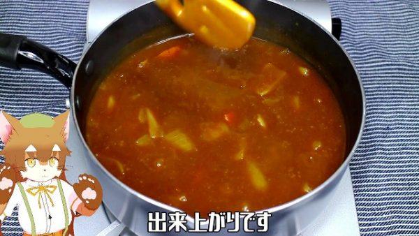 ルーが溶けたら、とろみがつくまで煮込んで、カレーの出来上がりです。